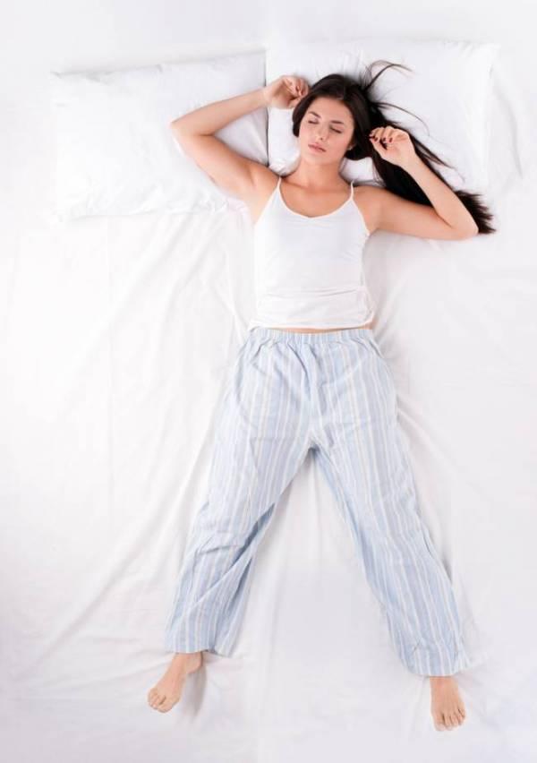 Posiciones para dormir que dicen mucho de ti|posicion fetal para dormir