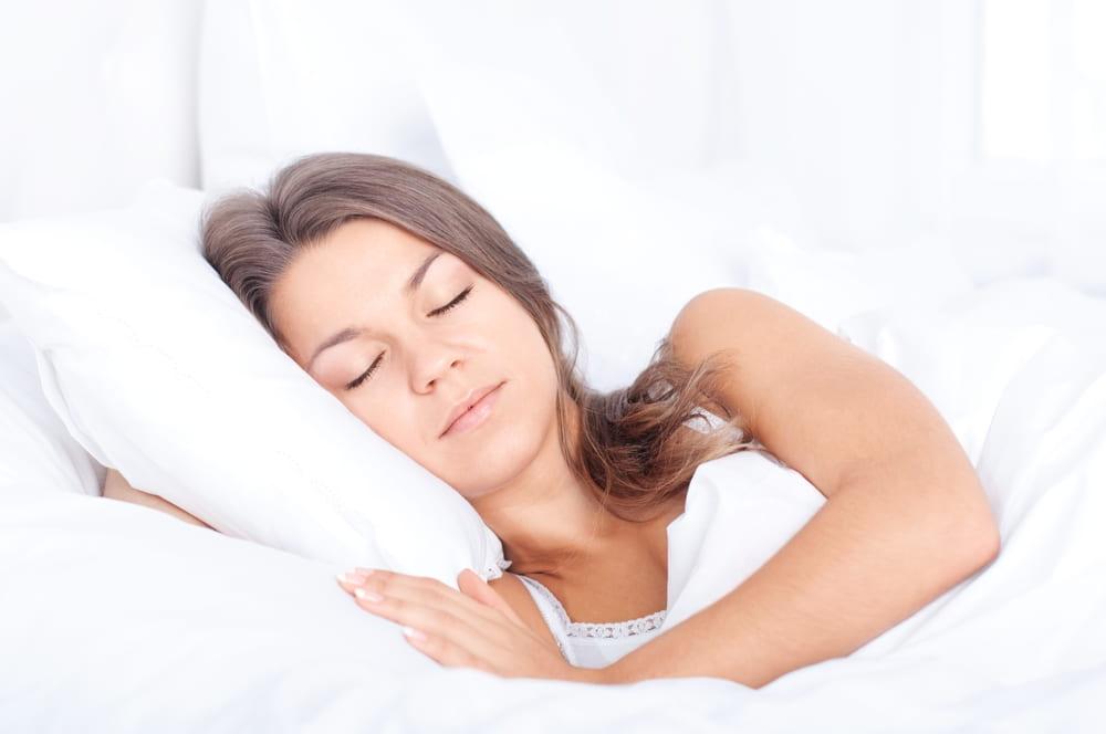 es bueno dormir con el colchon en el suelo
