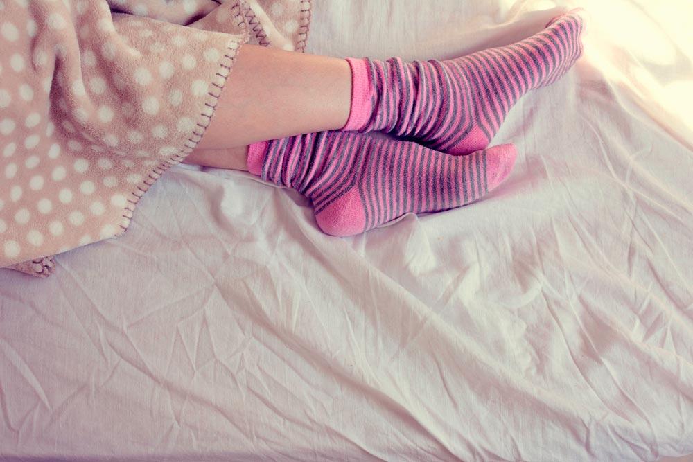 Es bueno o malo dormir con calcetines