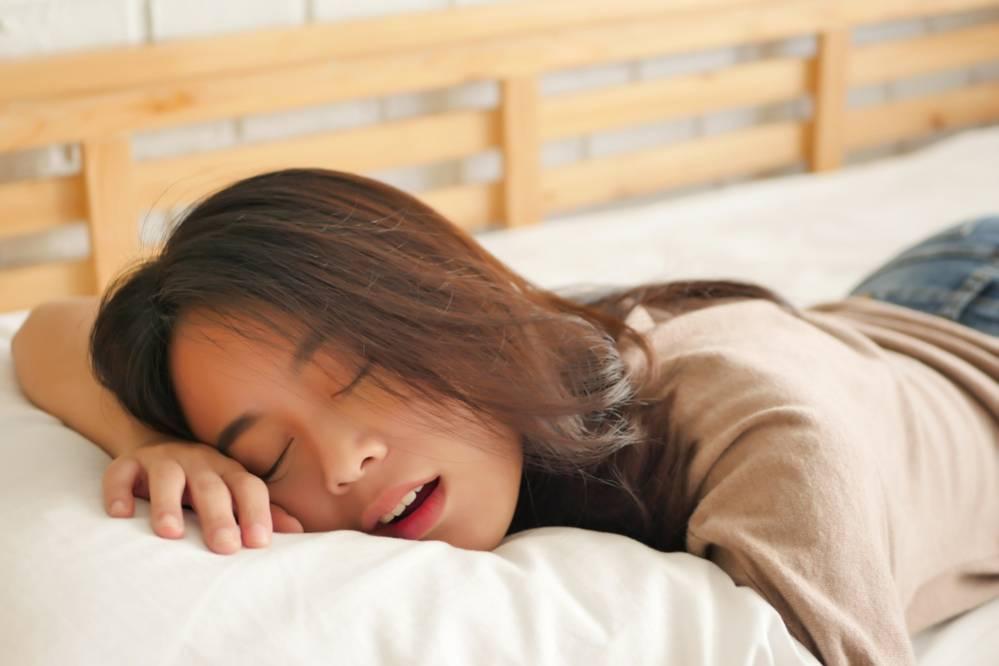 es malo dormir boca abajo|