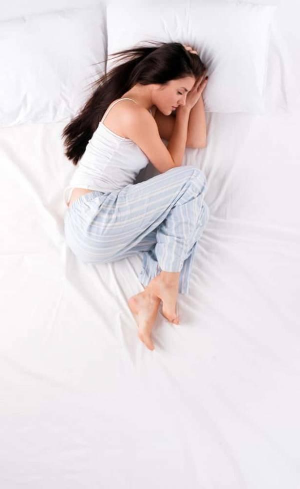 Posturas para dormir que revelan detalles de tu personalidad