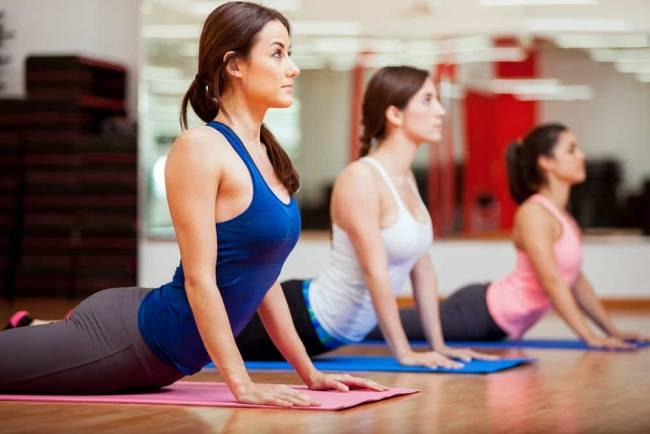 beneficios de practicar Yoga para un mejor descanso|Practicar Yoga regularmente mejora el descanso