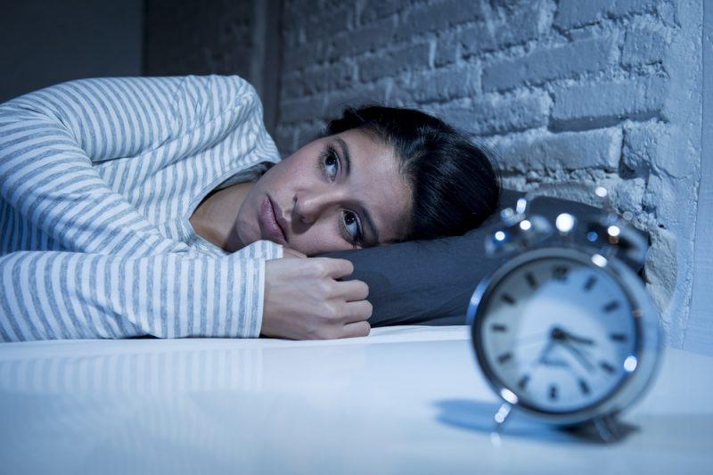 trastorno del ritmo circadiano|malo mirar móvil en la cama